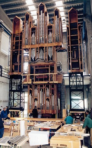 In the year 2000: The roomy assembly hall with the organ of Brussels in the building.